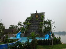 在河沿湄公河的Inpaeng游泳 库存照片
