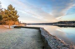 在河沿的早晨视图 图库摄影