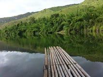 在河沿的竹木筏 免版税图库摄影