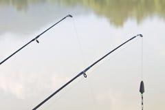 在河沿的钓鱼竿 库存照片