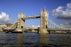在河泰晤士塔的桥梁 库存照片