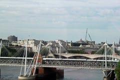 在河泰晤士的桥梁 库存照片