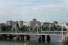 在河泰晤士的桥梁 免版税图库摄影