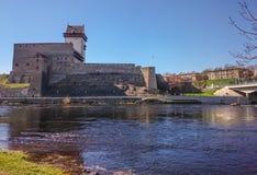 在河特写镜头的银行的城堡 免版税库存照片