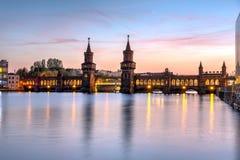 在河狂欢的美丽的Oberbaubruecke 免版税库存图片