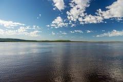 在河的一美好的天 免版税图库摄影