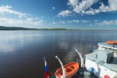 在河的一美好的天 免版税库存图片