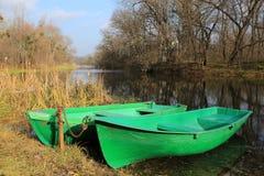 在河的两条小船 图库摄影