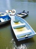 在河的五条小船 库存照片