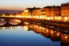 在河的亚诺河桥梁佛罗伦萨 免版税库存图片
