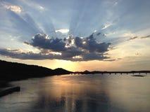 在河的光芒 库存图片