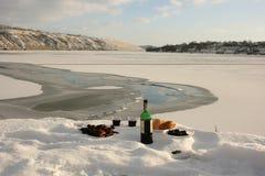 在河的冬天静物画 库存图片