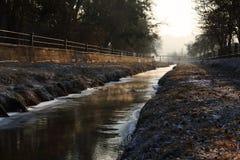 在河的冬天 库存图片
