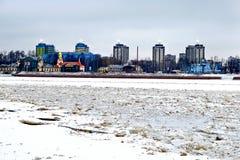 在河的冰块 免版税库存图片