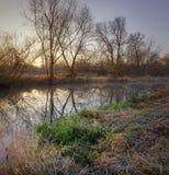 在河的冷淡的早晨 库存图片