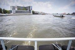 在河的后面渡轮 免版税库存照片