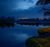 在河的夜间 免版税图库摄影