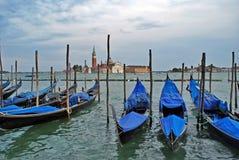 在河的威尼斯经典gondole 免版税库存照片