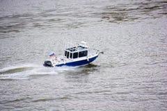 在河的小汽艇 库存照片