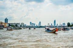 在河的小船在曼谷 库存图片