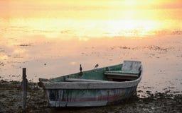 在河的小船日落的 免版税图库摄影
