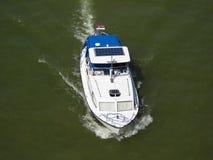 在河的小船 库存照片