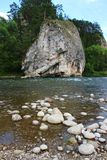 在河的岩石 库存图片