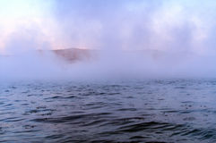 在河的开阔水域在冬天 库存照片
