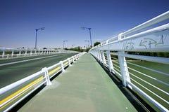 在河的抽象桥梁在塞维利亚,南西班牙 库存图片