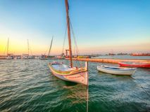 在河的日落在Seixal,葡萄牙附近 免版税图库摄影