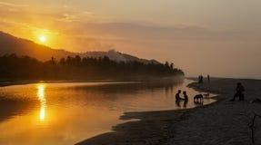 在河的日落巴洛米诺马海滩的,哥伦比亚 图库摄影