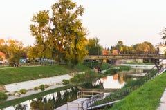 在河的日落 库存图片