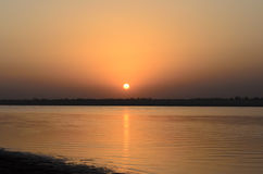 在河的日落 图库摄影