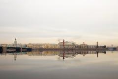 在河的早晨 Vasilievsky海岛的看法 春天 圣彼德堡 俄国 库存图片