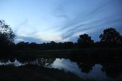 在河的晚上日落 库存照片