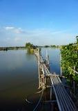 在河的木脚桥梁 免版税库存照片