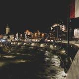 在河的村庄晚上 免版税库存照片