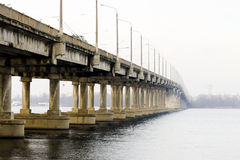 在河的桥梁在城市 库存照片