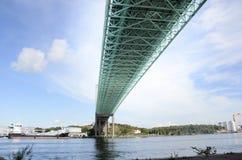 在河的桥梁 库存照片