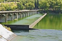 在河的桥梁 免版税库存照片