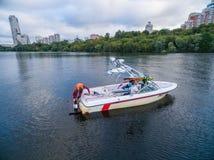 在河的水橇小船 免版税库存照片
