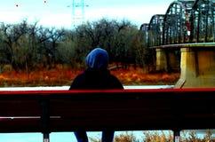 在河的沈默 库存照片