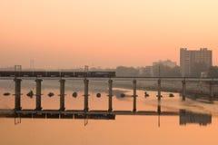 在河的火车 免版税图库摄影