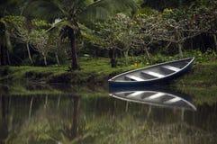 在河的独木舟 库存图片