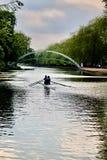 在河的皮船 免版税库存照片