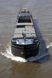 在河的空的驳船 库存图片