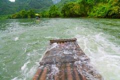 在河的竹木筏 库存照片