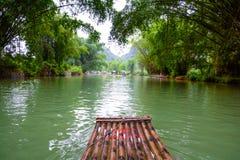 在河的竹木筏 免版税库存图片