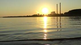 在河的美好的日落 股票视频