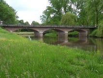 在河的老桥梁 免版税库存照片